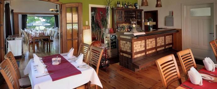 Die Gaststube mit Blick ins Restaurant